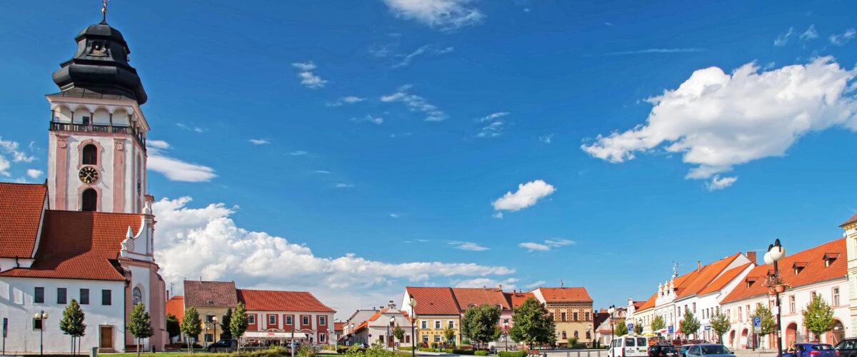 Bechyně, náměstí, kostel